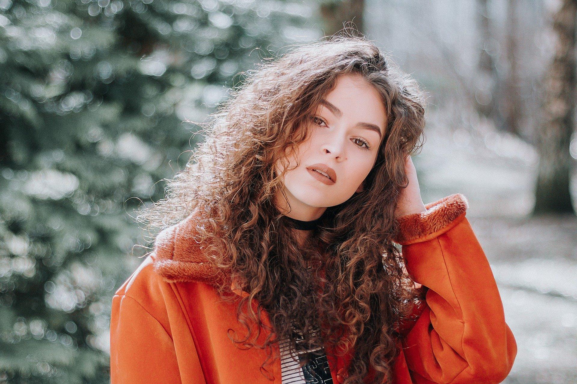 Tendenze moda inverno 2019 per donne curvy / Moda plus-size: queste tendenze si adattano alle donne curvy