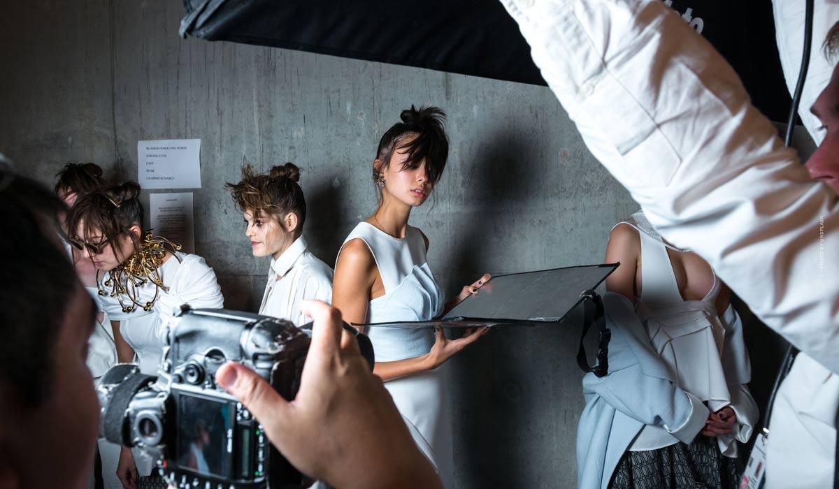 I punti salienti della sfilata di moda di Fendi - Illusioni di moda in passerella, backstage e interviste