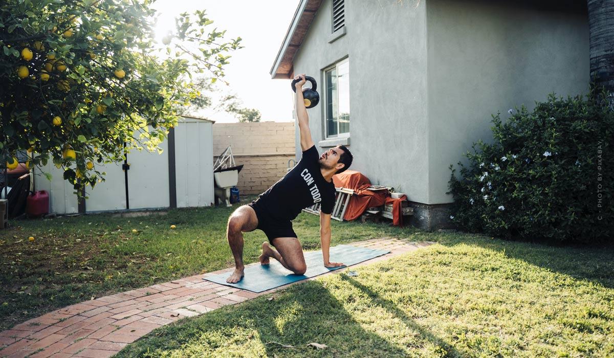 Allenamenti a casa: consigli per i principianti & esercizi senza attrezzatura