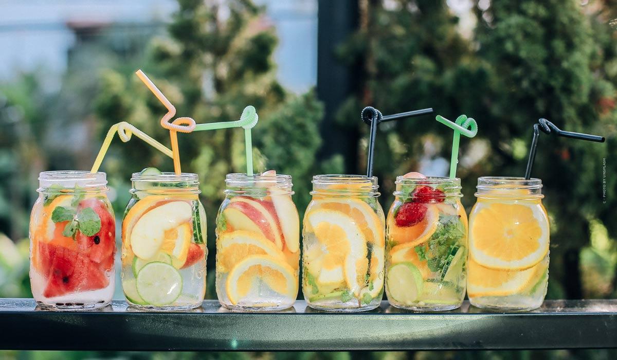 Deliziose e semplici bevande per l'estate: ricette da fare da soli, con e senza alcol!