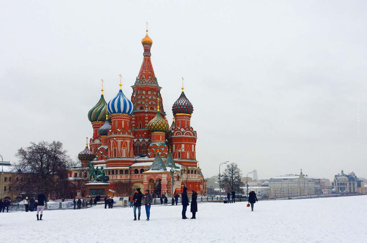 Settimana della moda a Mosca: modella virtuale Zoe, sfilata di moda & stilista