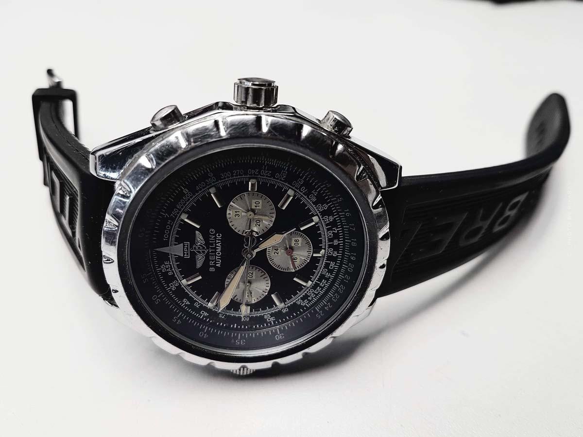 Breitling Avenger: i prezzi del lussuoso orologio da pilota in acciaio inossidabile