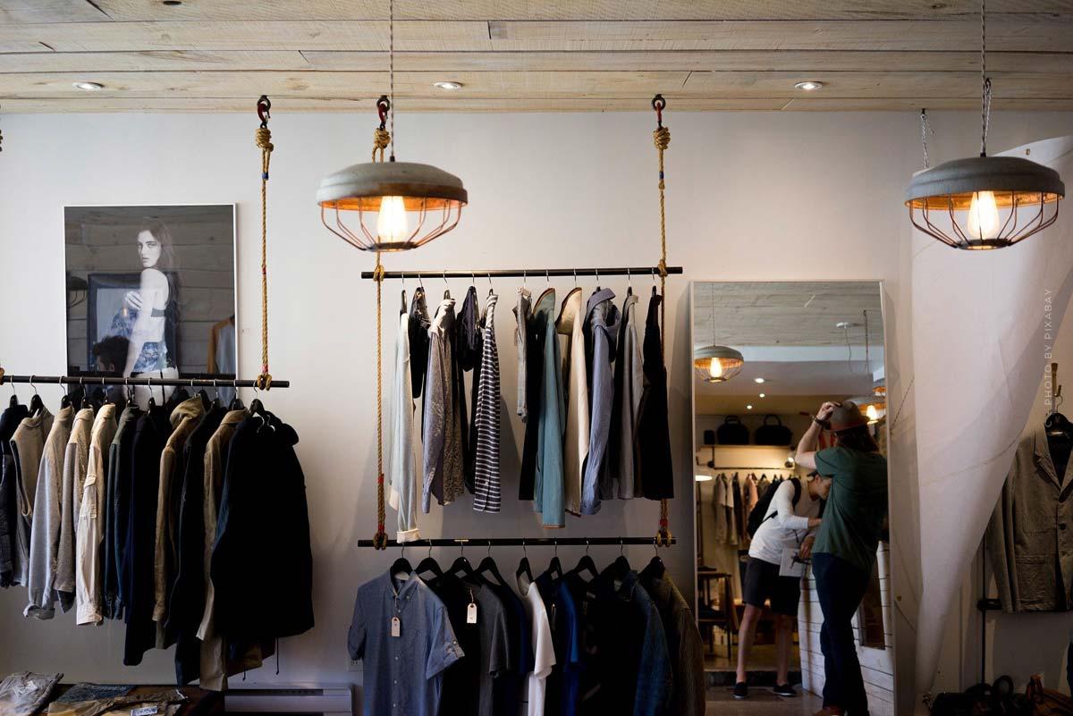 GAP: Jeans, maglione e basi per uomini e donne