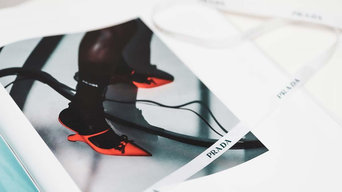 Scarpe Prada: stivali da combattimento, pompe e scarpe da ginnastica con logo