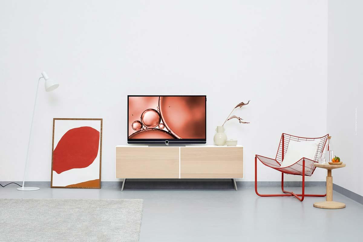 Kartell Interior: lampade minimaliste, divani, mobili e sedie colorate dall'Italia