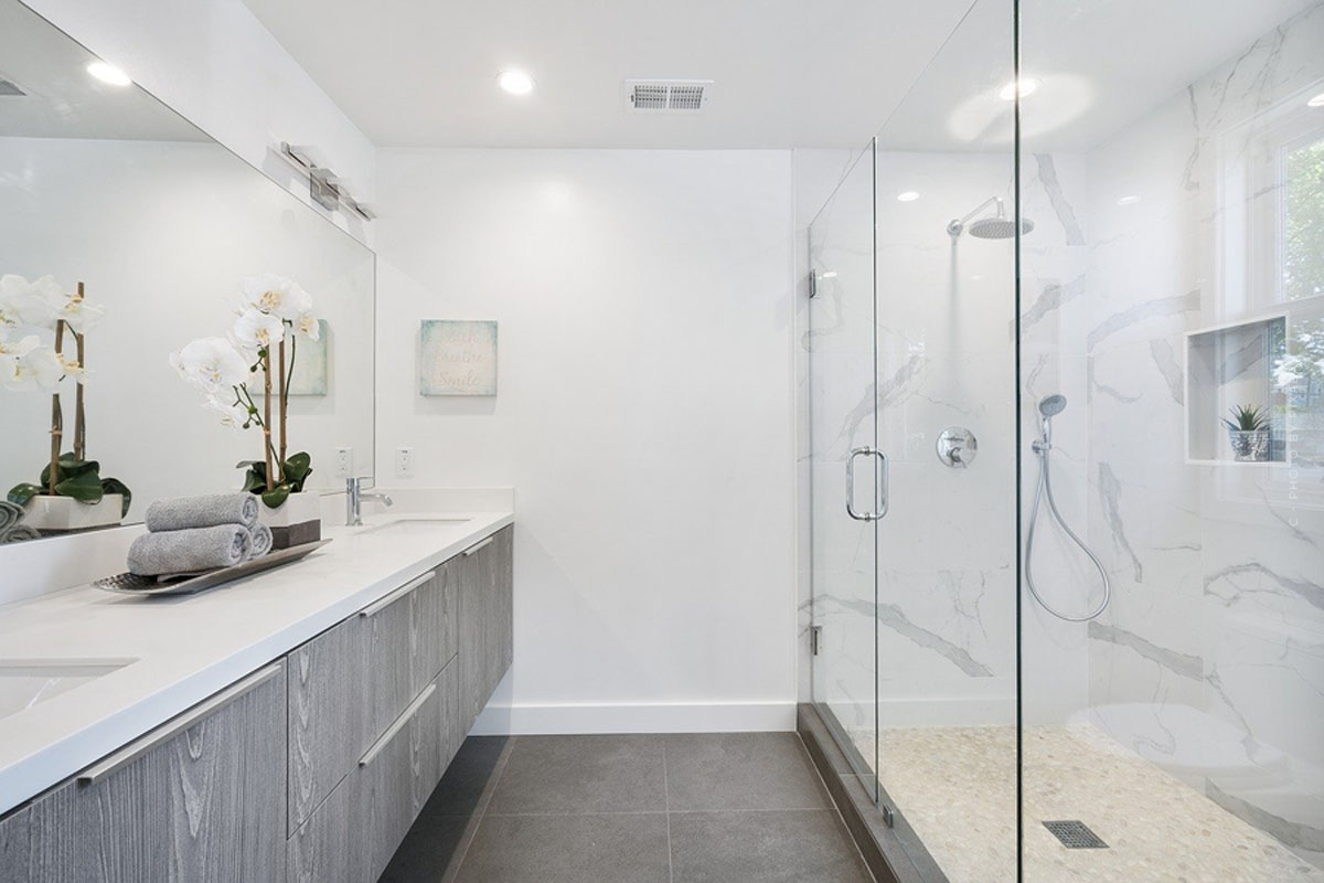 Mobili da bagno: lavabi, vasche da bagno, set e altro per un perfetto arredamento del bagno