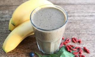 Ricette di frullato di banana: fragole, avocado con yogurt, latte di mandorla & Co.