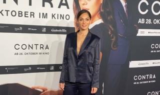 Nilam Farooq Intervista sul tappeto rosso alla prima di Contra Kino